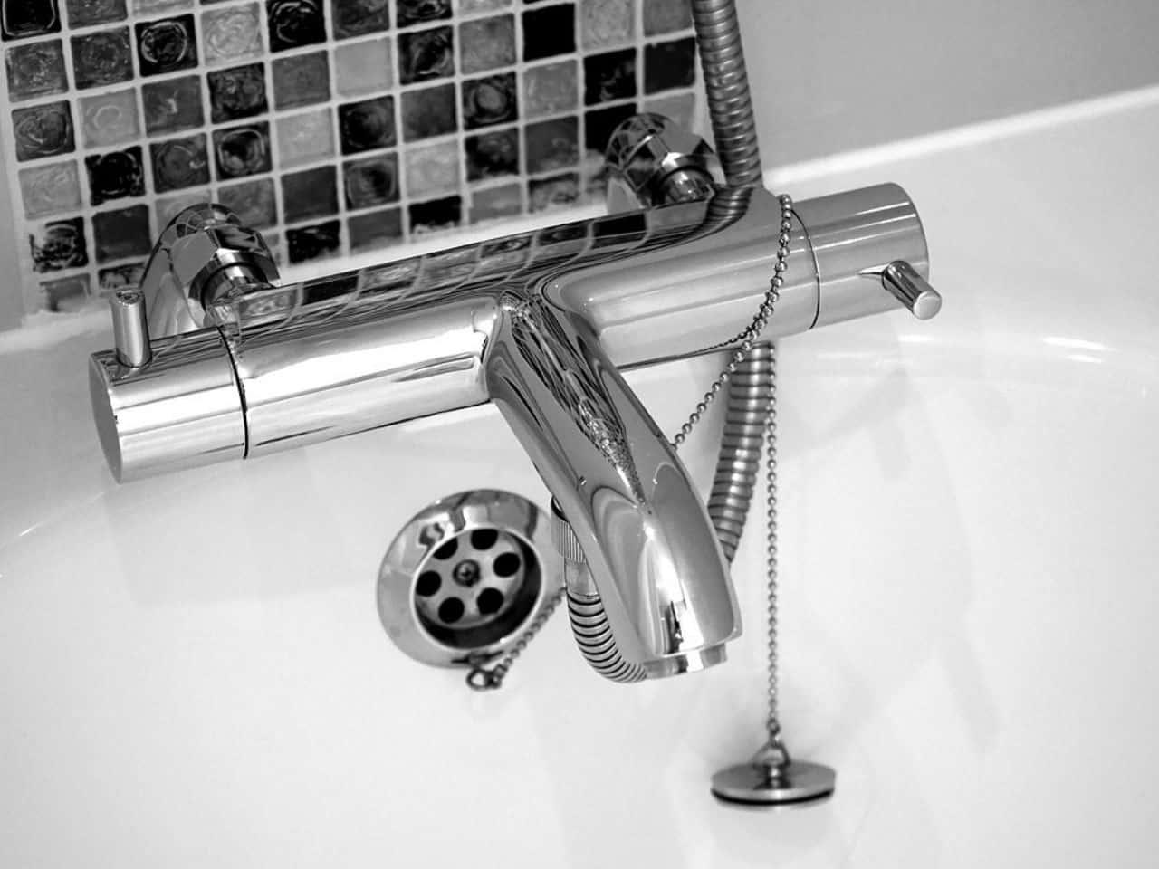 浴室にある洗面台の蛇口