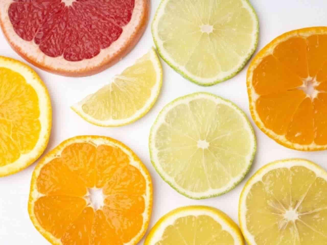 様々な果物の断面