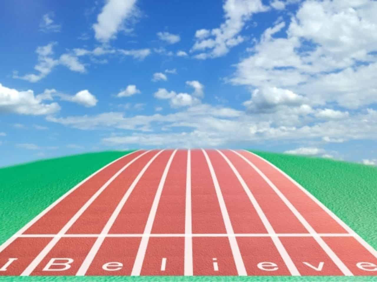 「I believe」と書かれた陸上競技レーン
