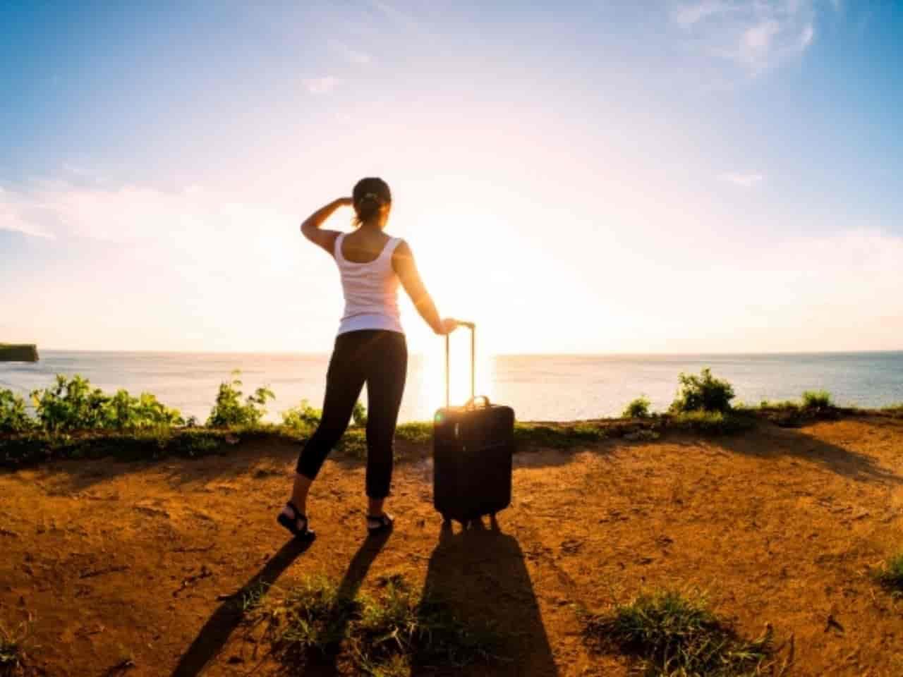 新天地に旅立とうをする女性