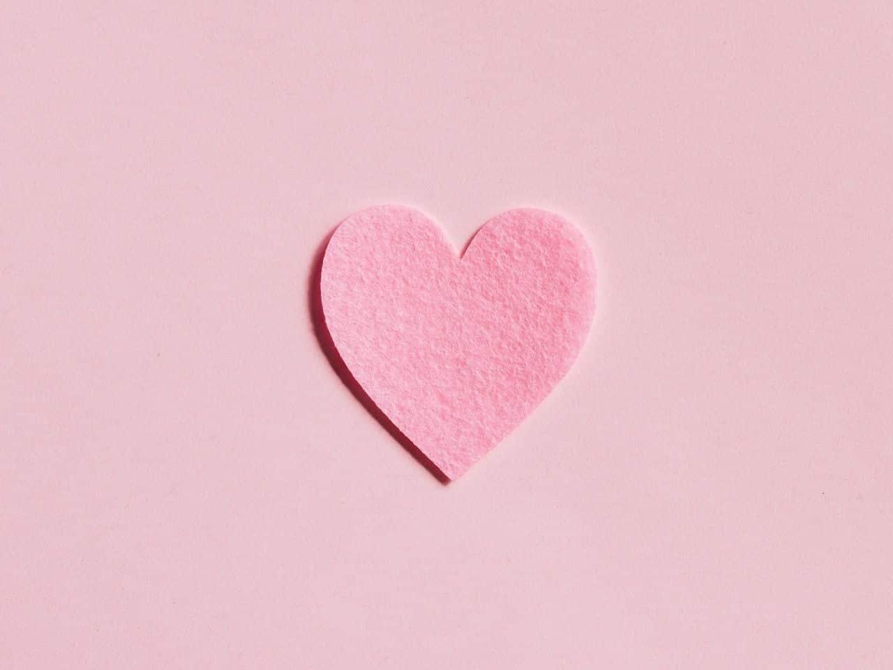 ハートマークとピンクの背景