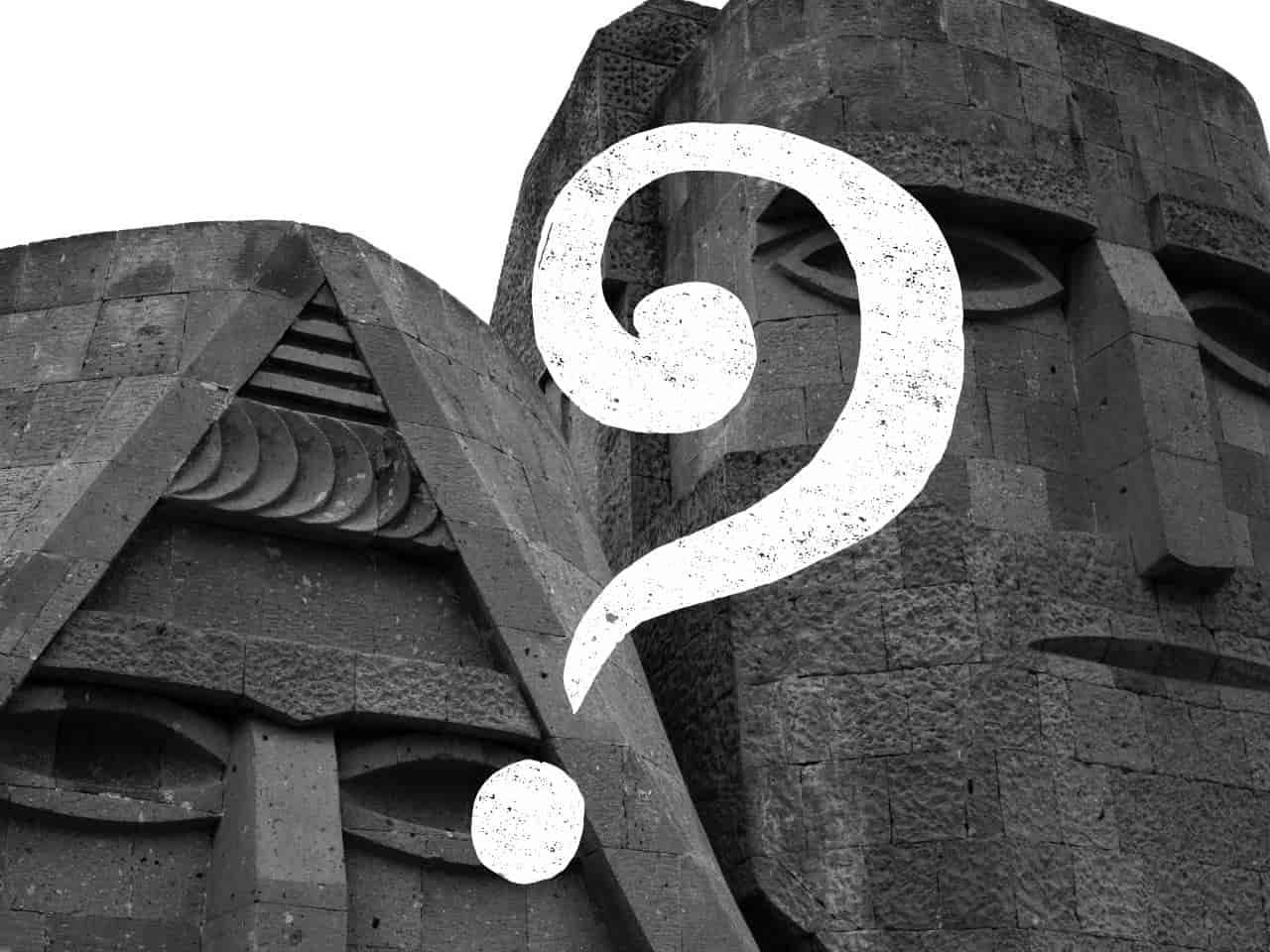 考える二体の石像