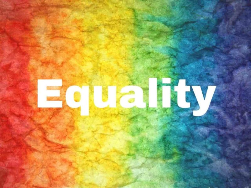 7色の紙と平等の文字
