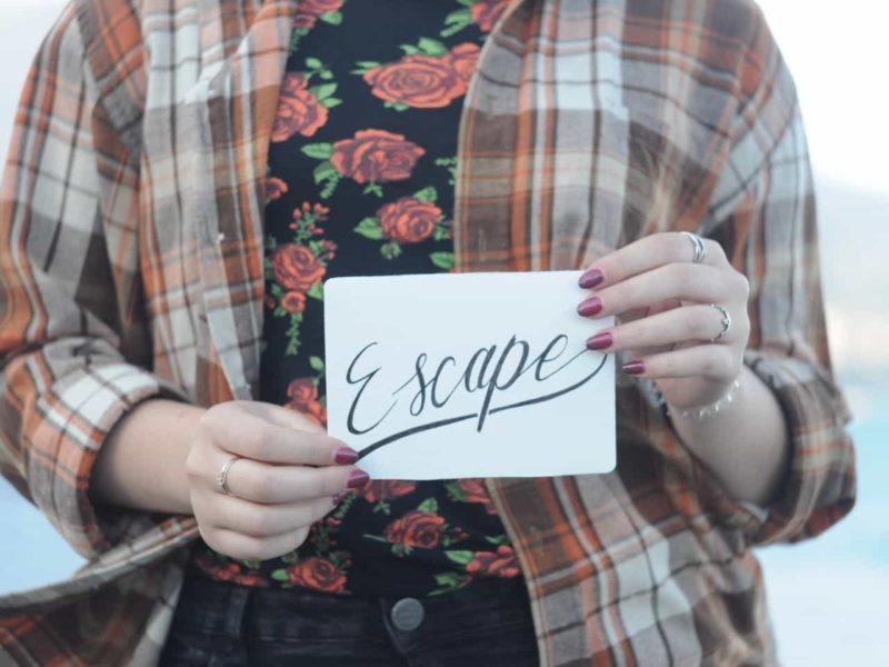 escapeと書かれたカード