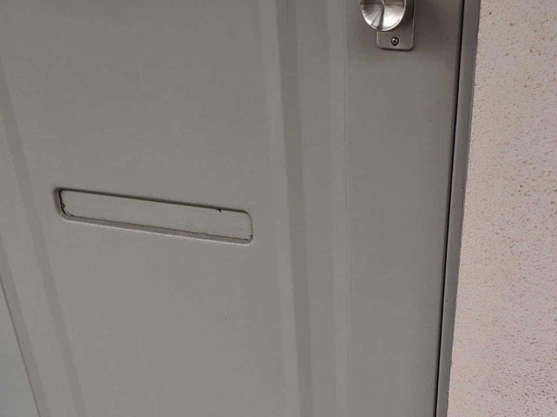 出入り口のドア