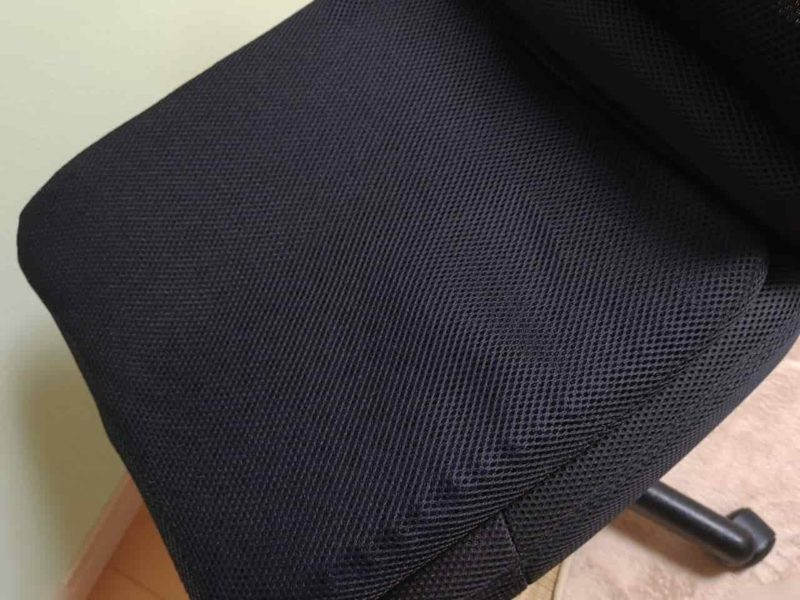 椅子に設置したハニカムジェルクッション