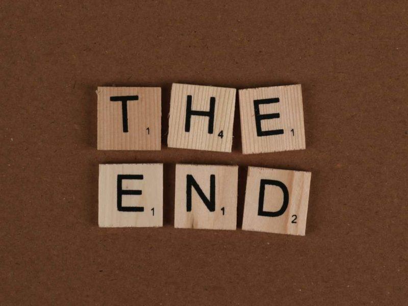 the endと書かれた木のカード