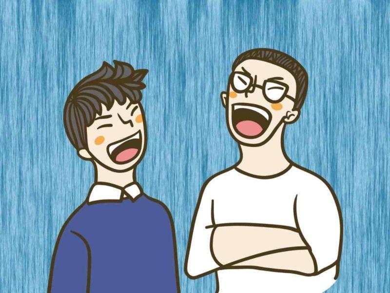 笑いまくる二人の男性